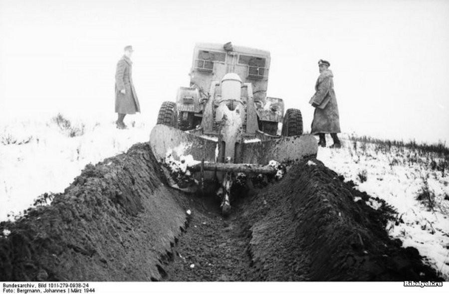 9. У павильона «Пиво-Воды»   Фото 1946 г. Пиво на Ленинградке (на заднем плане