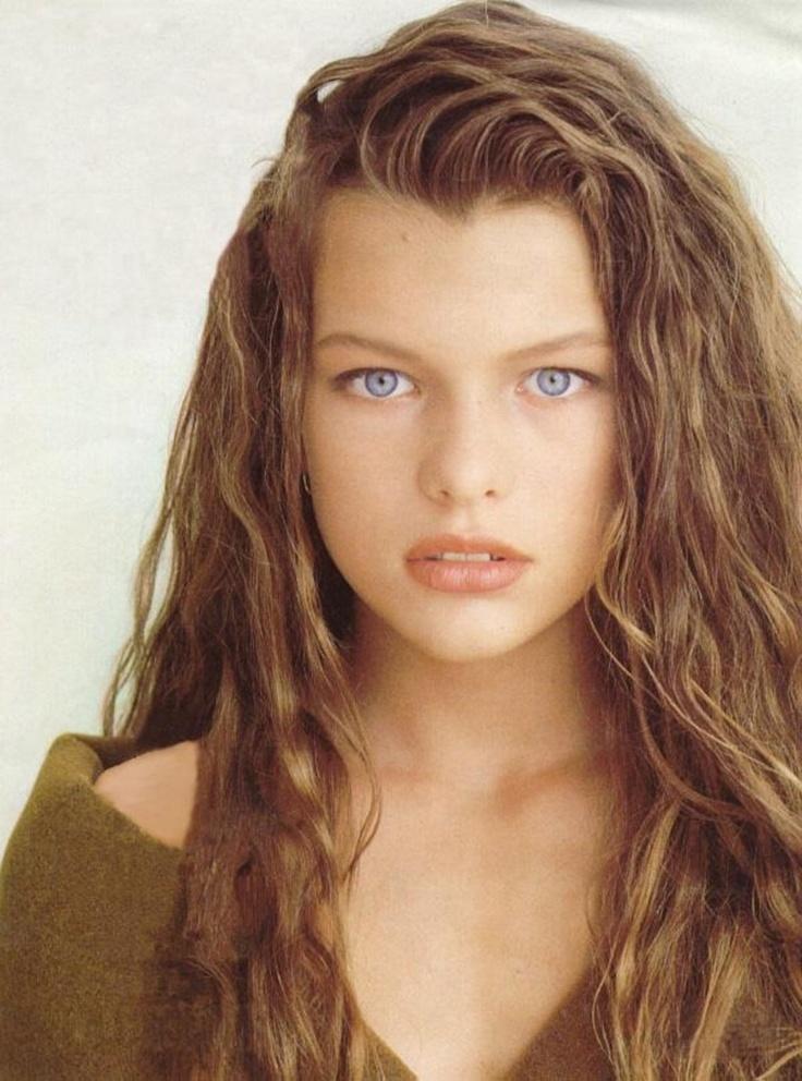 Милла Йовович в 1987-м была еще совсем юной фотомоделью. На обложке итальянского журнала Lei.