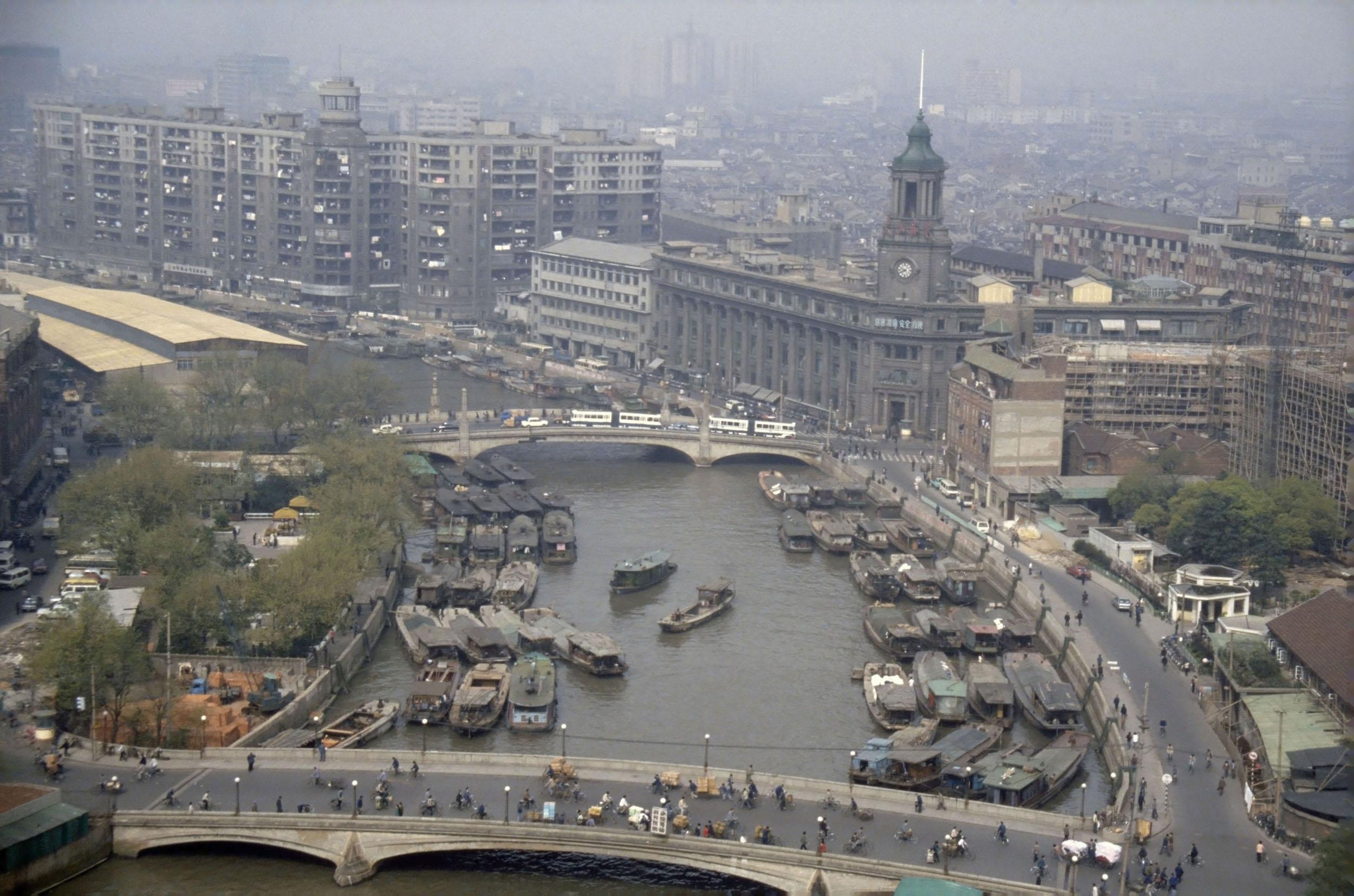 Шанхай в 1987 году сверху выглядел практически так же, как и в 1957-м, с колониальной архитектурой н