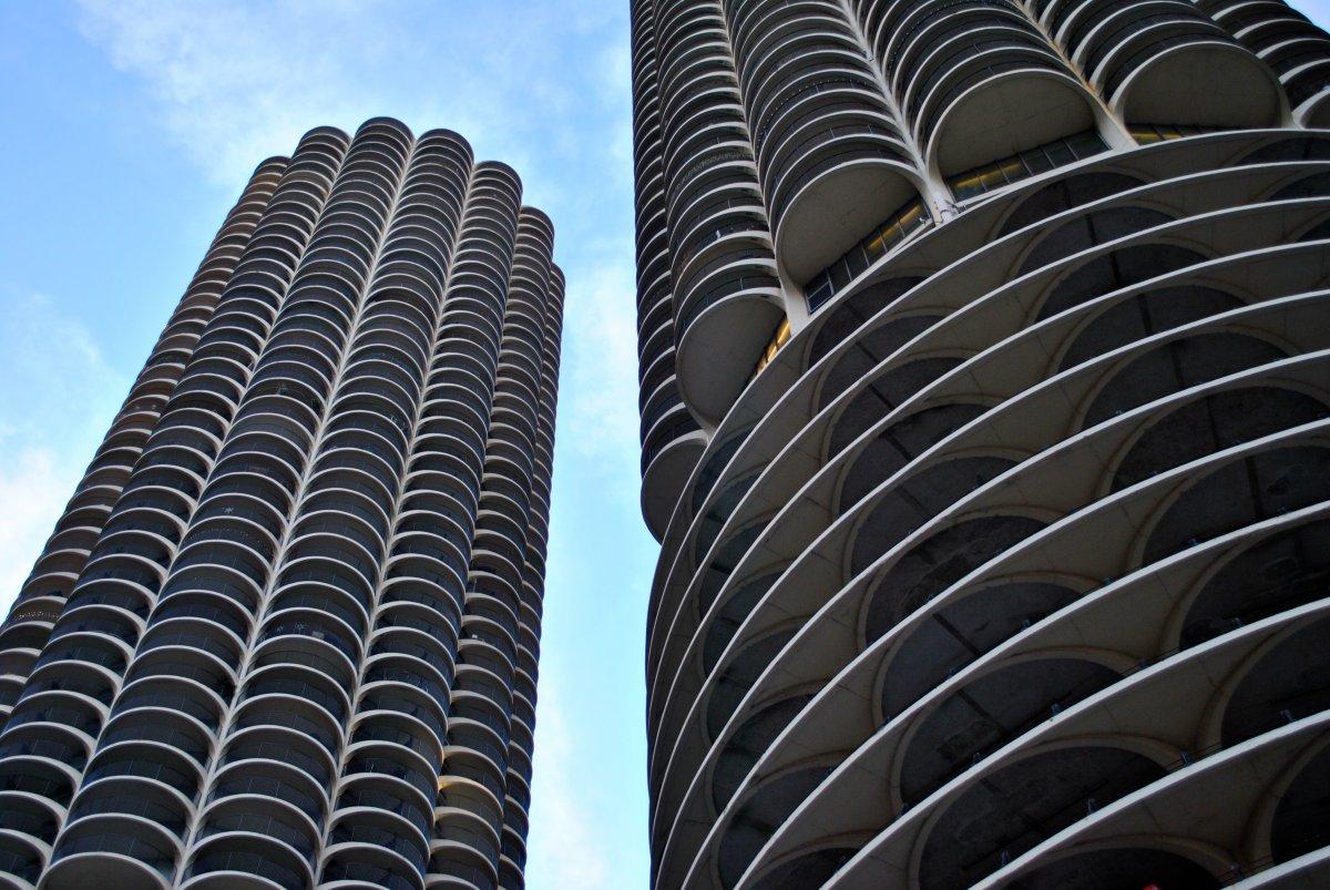 Уникальный жилой комплекс Marina City в Чикаго. Был построен в 1964 году и стал не только первой мно