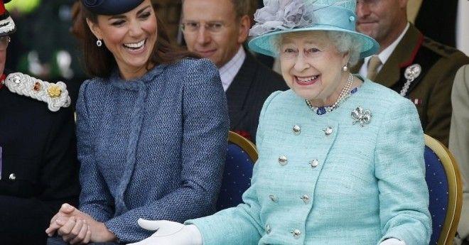 Королева очень обрадовалась, к Кейт, которая первые месяцы очень страдала от токсикоза, приставлены