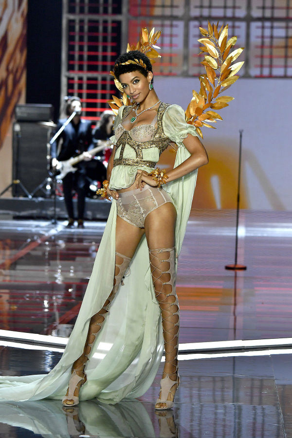 В Шанхае прошел показ нижнего белья Victoria's Secret, куда не пустили трех российских моделей