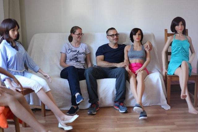 Как в Испании планируют разработать секс-куклу, которая сможет рожать детей