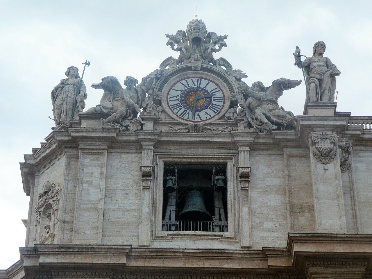 Часы и колокольня собора