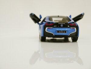 Машинка металлическая kinsmart BMW i8