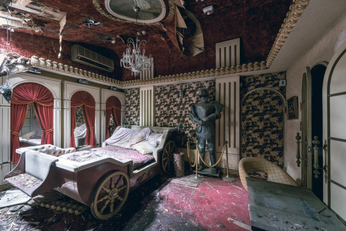 Urbex – Visiting an abandoned Love Hotel in Japan is fascinating (10 pics)
