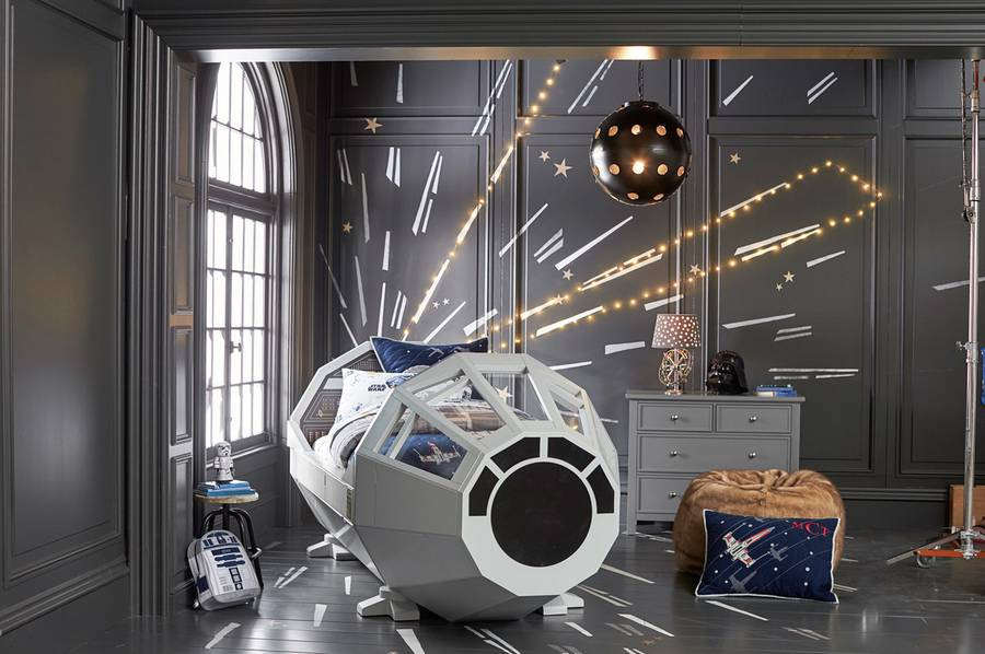Star Wars Millenium Falcon Bed (4 pics)