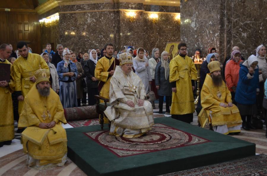 Митрополит Красноярский и Ачинский Пантелеимон возглавил Божественную Литургию в Кафедральном соборе Христа Спасителя