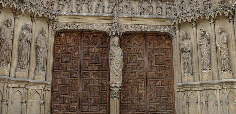 Pórtico_central_fachada_sur_Catedral_de_León (3).jpg