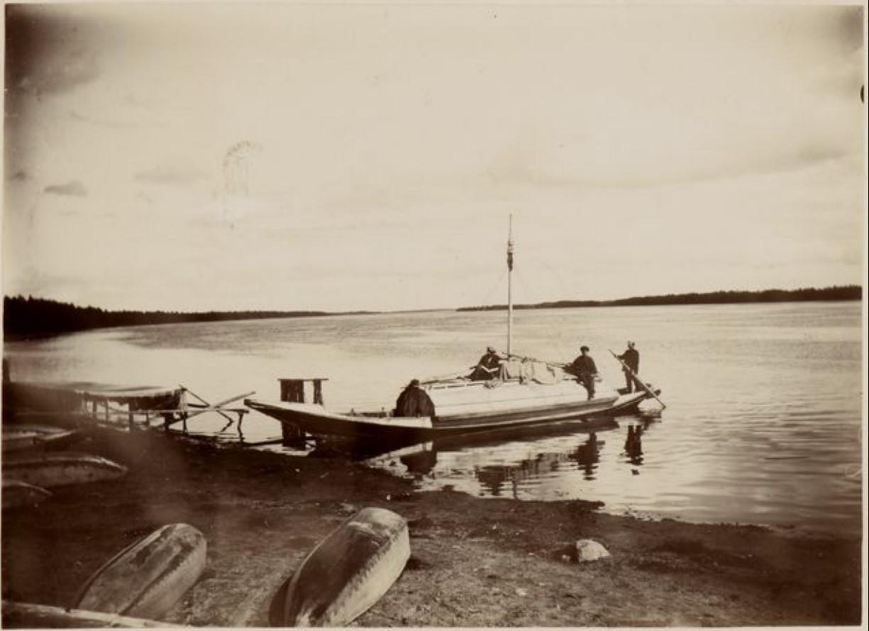 Лодка на берегу реки Сысьва