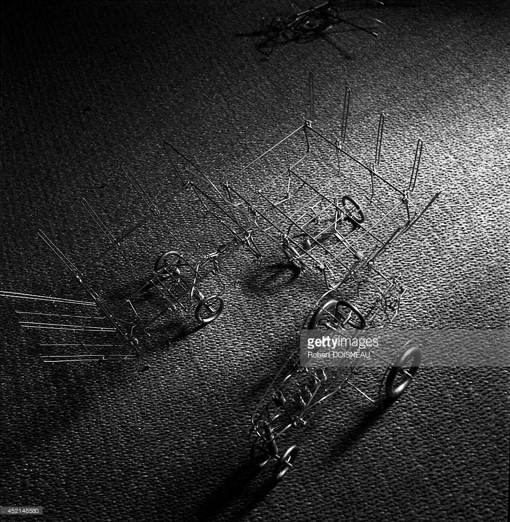 1944. Объект, сделанный Полом Арзенсом, французским художником - конструктором железнодорожных локомотивов и легковых автомобилей