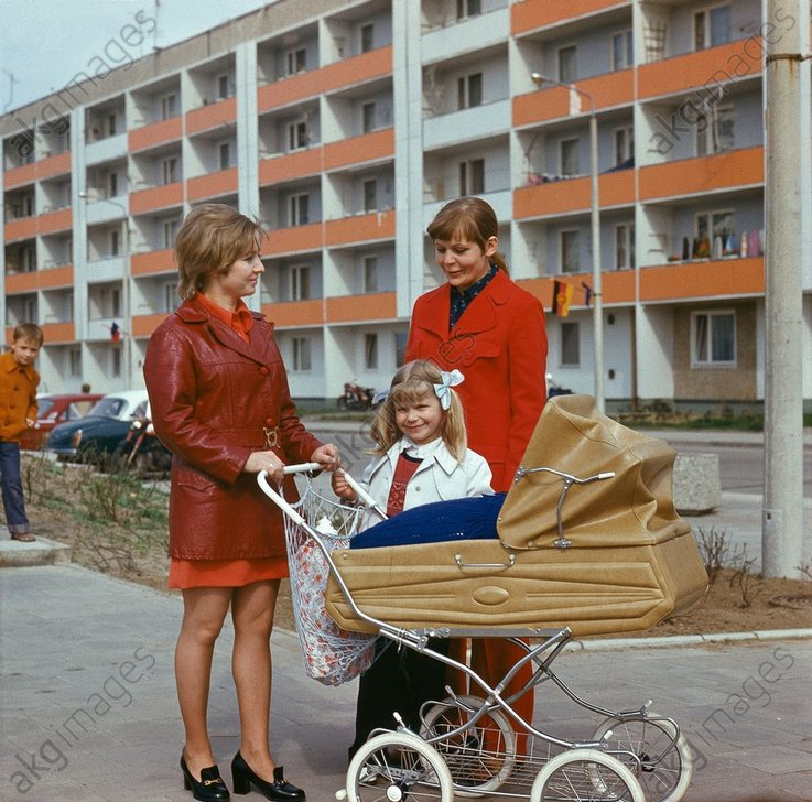 Frauen mit Kinderwagen / DDR/Foto 1975 - Women with prams / GDR / Photo / 1975 -