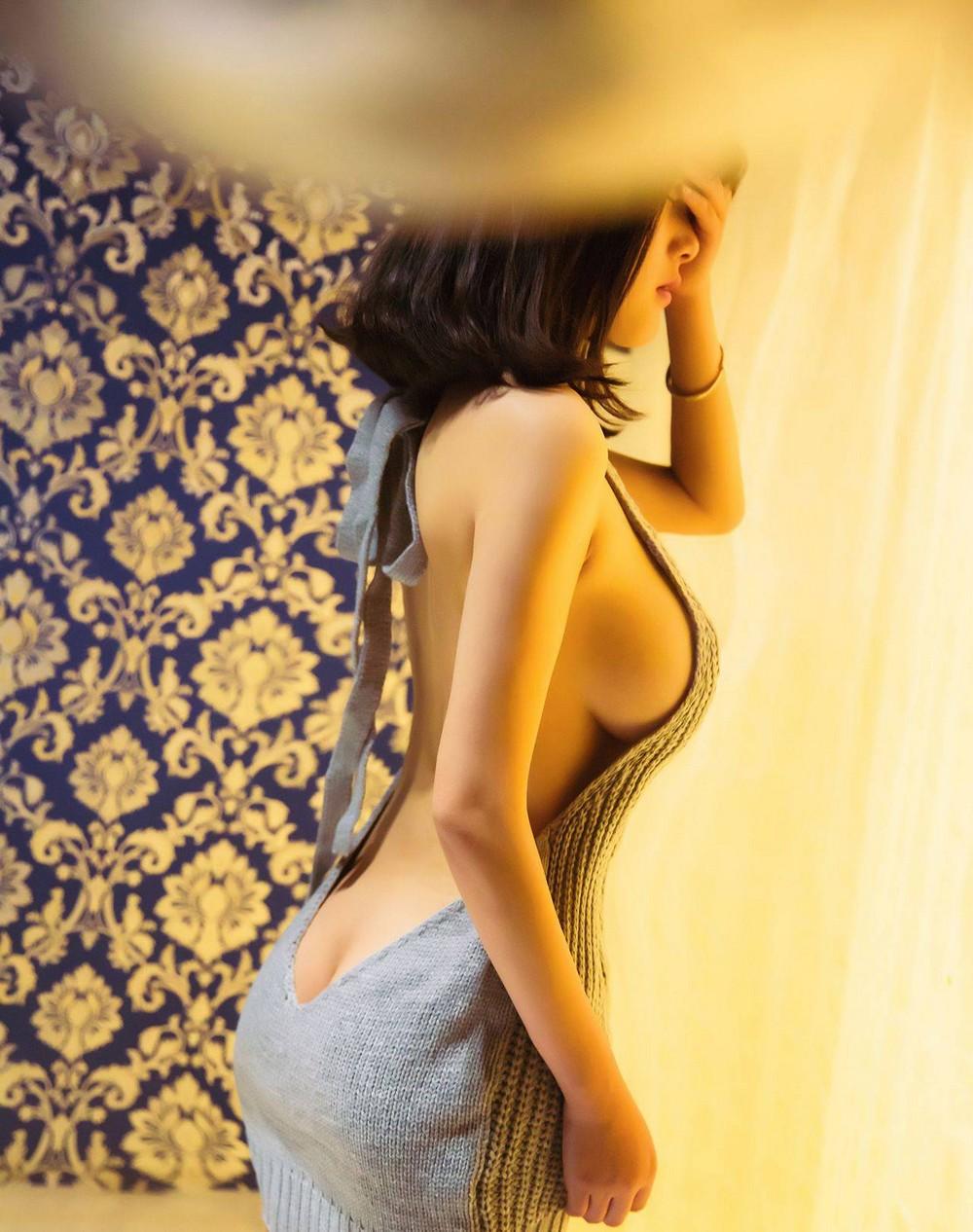 Русская брюнетка девушки в облегающем платье соски торчком видео клипы соседское порно кончаем
