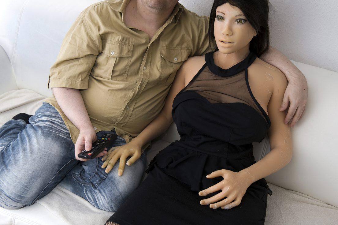 Счастливы вместе: Дирк и его силиконовая подруга Дженни