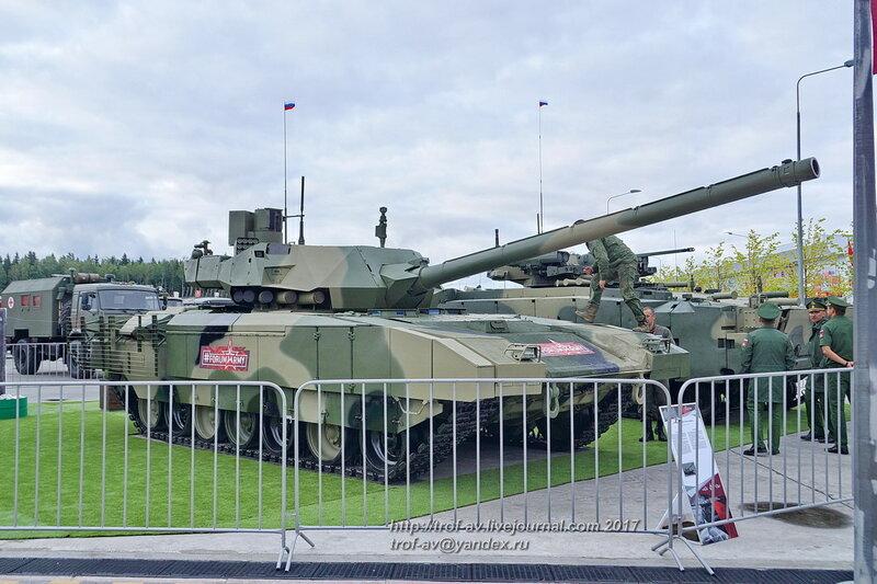 Танк Т-14 Армата на форуме Армия-2017 в парке Патриот