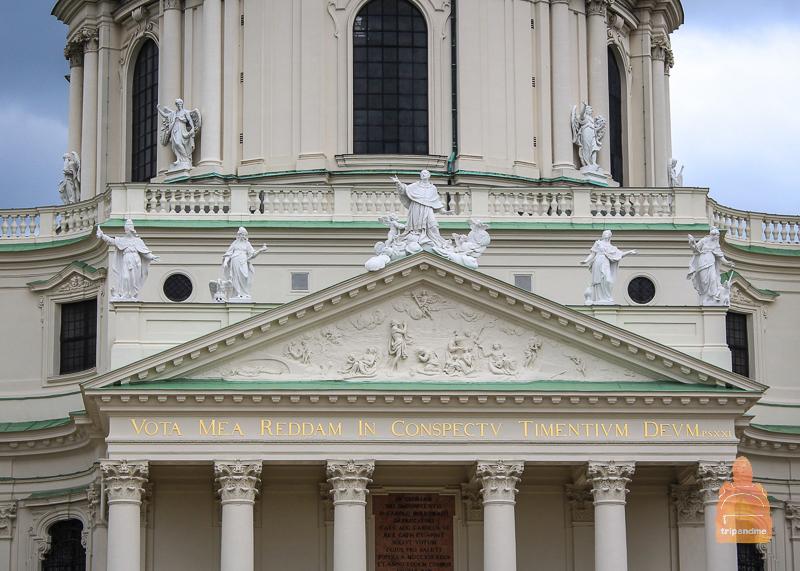 Фасад церкви Карлскирхе