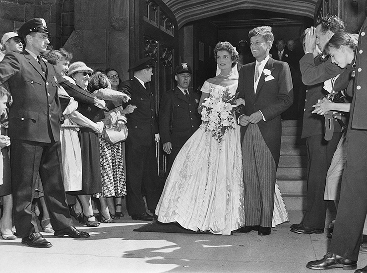 К слову, Джон Кеннеди считал, что его невеста выглядит прекрасно и похожа на фею. После в народе Жак