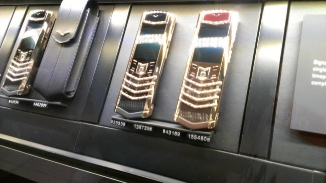 © imgur      Интересно, что стоит дороже: машина или ееномер?