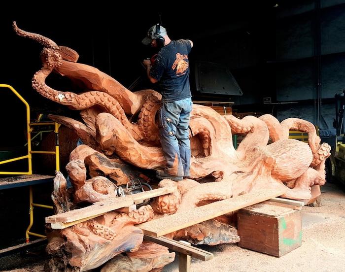 Джеффри живет в Вашингтоне. Идея этой скульптуры родилась внезапно: очертания ветвей упавшего дерева