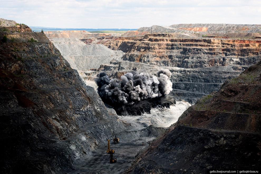 7. Помимо руды здесь попутно добывают щебень и строительный камень.