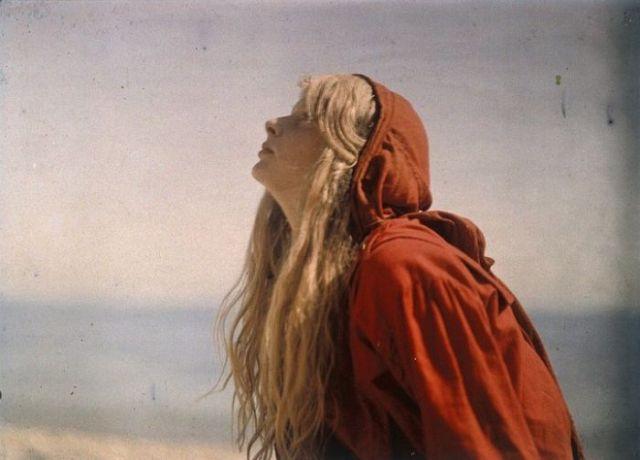 Ученые-историки выяснили судьбу девушки, изображенной на знаменитой серии цветных фотографий, сделан