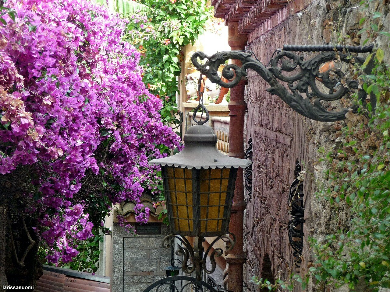 Фонари и балконы Таормины