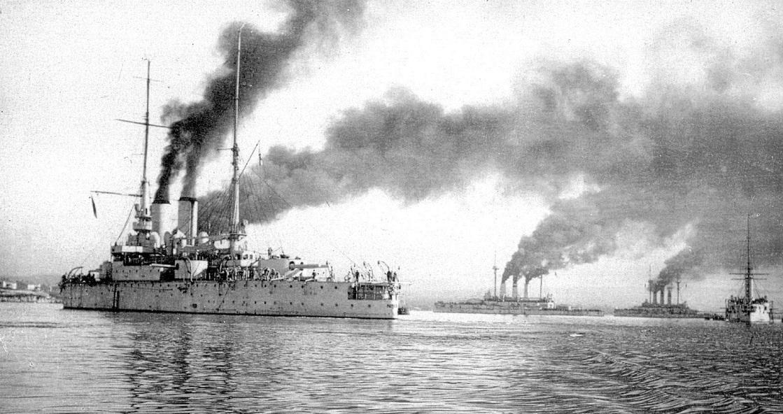 Brigada_lineinix_korablei_CF_v_severnoi_buxte_Sevastopolya_1910_Linkor_Rostislav.jpg