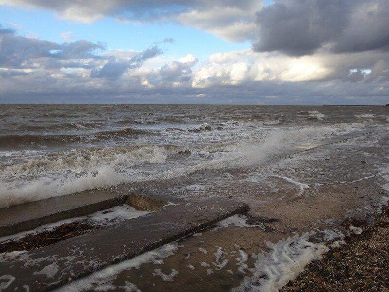 Прибой. У моря ... На финише октября, в городе у моря Азовского. (63).JPG