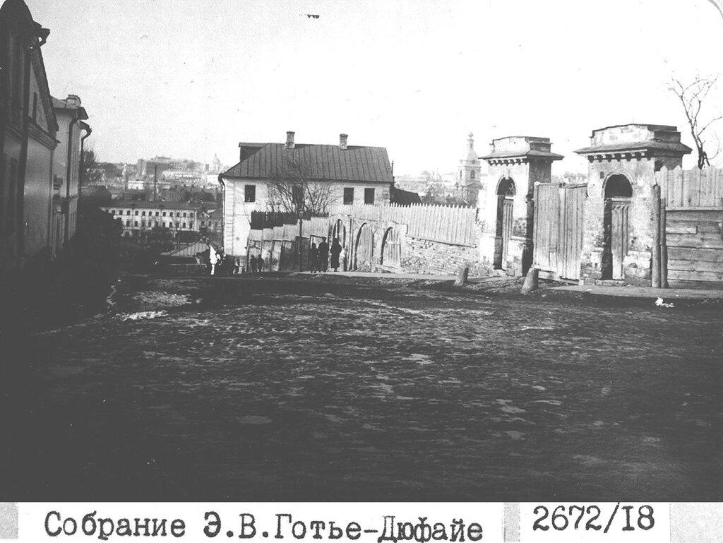 48087 Свешников переулок, вид в сторону Яузы 14 Э.В. Готье-Дюфайе.jpg