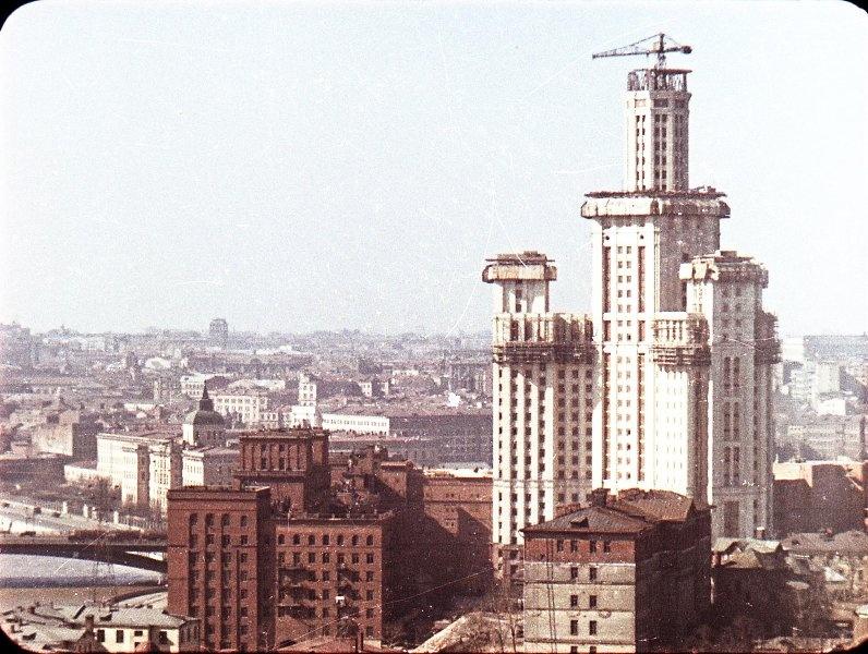 1951 Строительство высоток. В. Микоша2.jpg