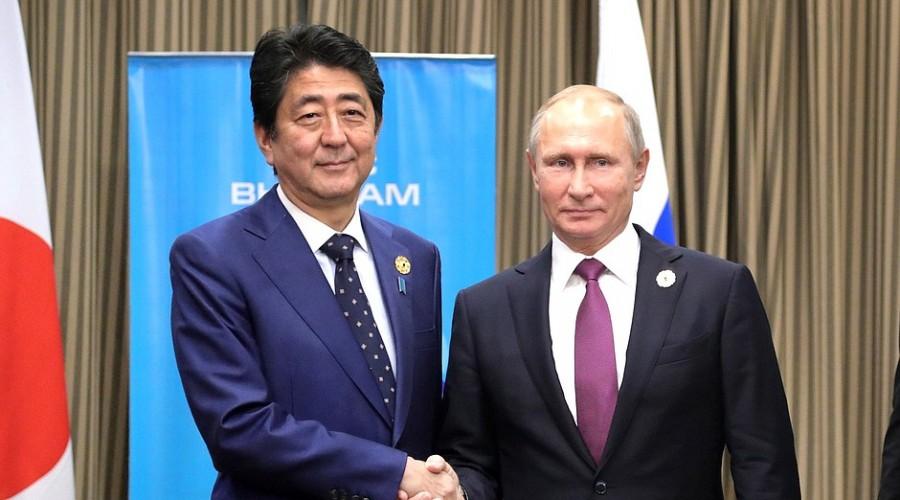 Владимир Путин пригласил Синдзо Абэ на Петербургский экономический форум