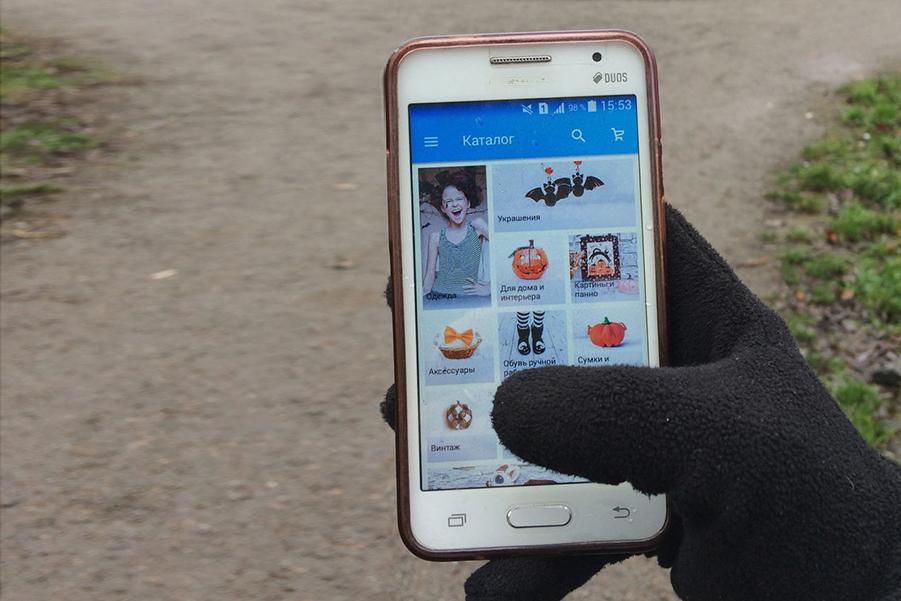 Как сделать перчатки для смартфона из обычных...