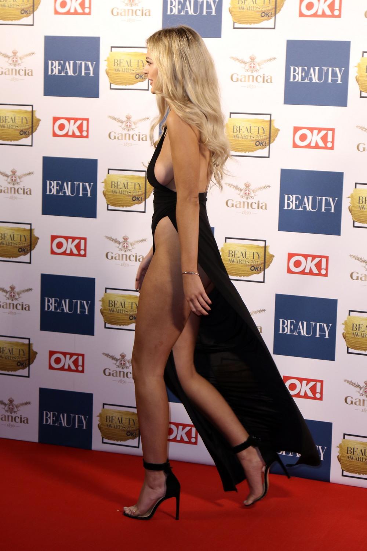 Даниэль Селлерс в сексуальном платье
