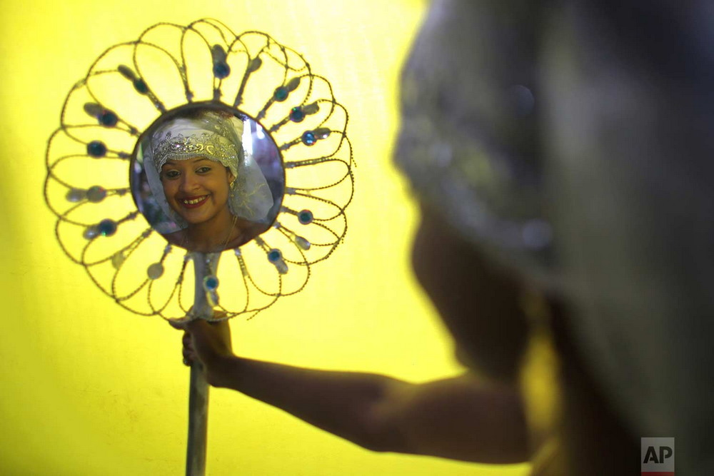 Бразильцы приносили подношения богине моря