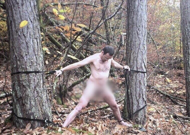 Парни голышом в лесу — photo 15