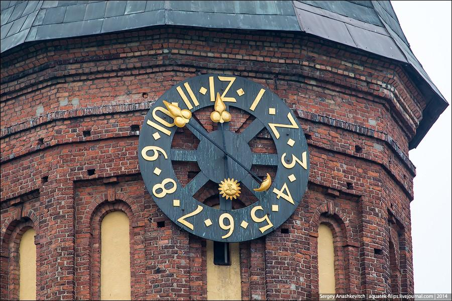 3. Собор имеет две башни, в которых расположены православная и лютеранская часовни. На одной из баше