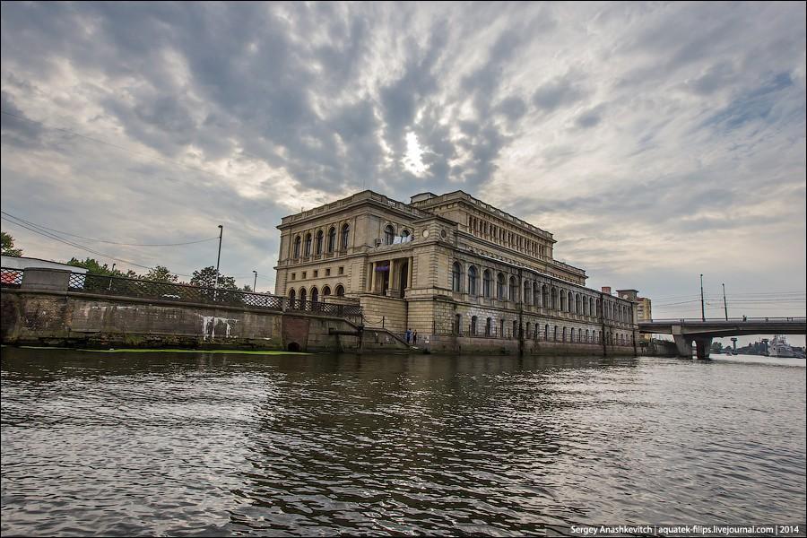 23. Бывшее здание кенигсбергской биржи, ныне Дом культуры моряков.