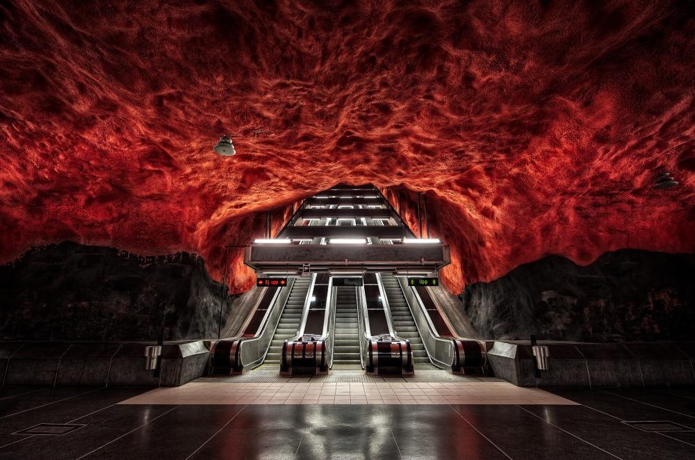© pinterest     Одна изстанций метро вСтокгольме.