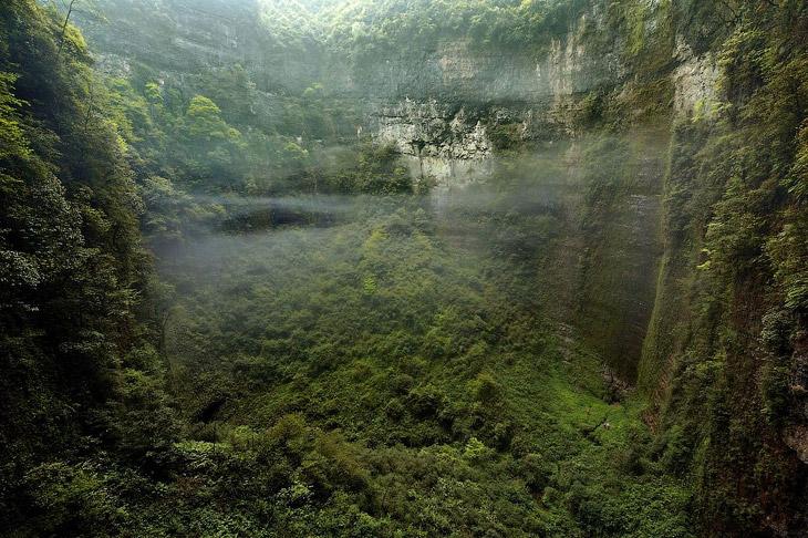 Эта система невероятных пещер была обнаружена в китайской провинции Чунцин группой спелеолого