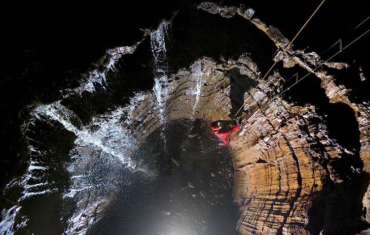 Раньше в районах, прилегающих ко входу в пещеры, добывали нитрат местные шахтеры, но никто и никогда