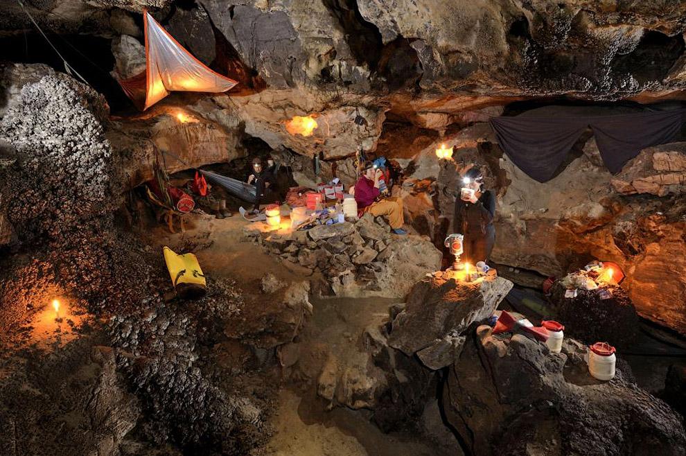 Американский спелеолог Эрин Линч: «облака и туман висят в верхней части пещеры на высоте 250