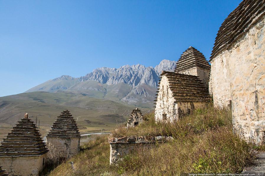6. При возведении склепов Даргавского ущелья использовались те же строительные приемы, что и при соз