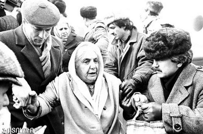 Bakvi pakhstakanner. 1990    Таджикистан, Душанбе: «Пусть кровь смоет русскую грязь»
