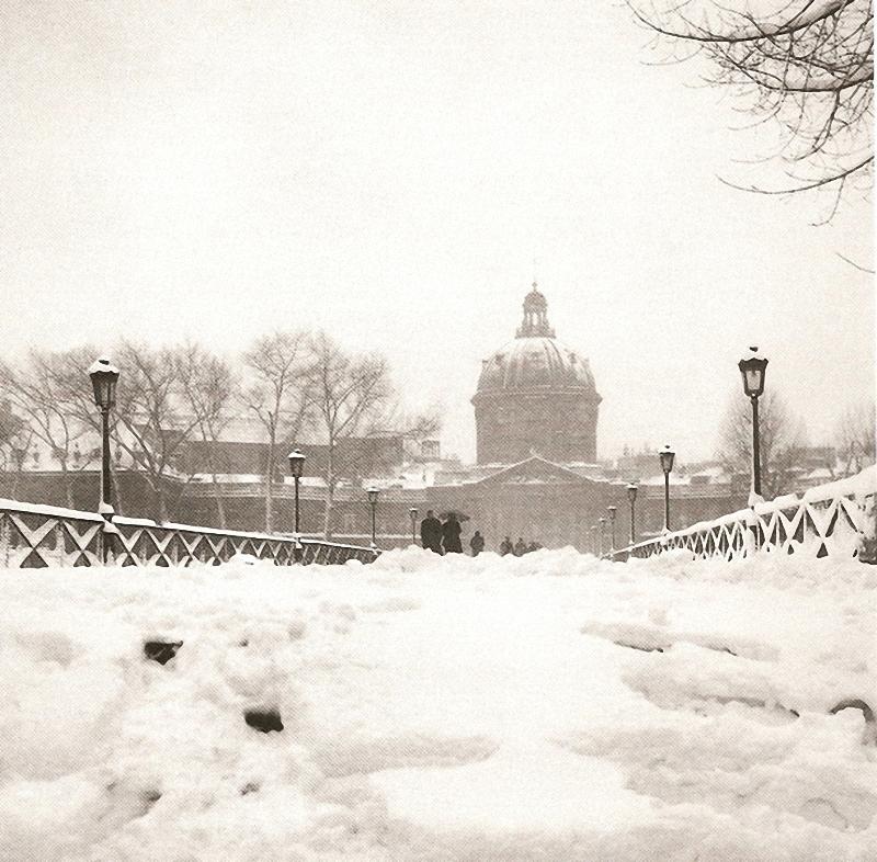 9. Заснеженный мост. Добраться до института зимой 1946-го по мосту Искусств можно было только этой з