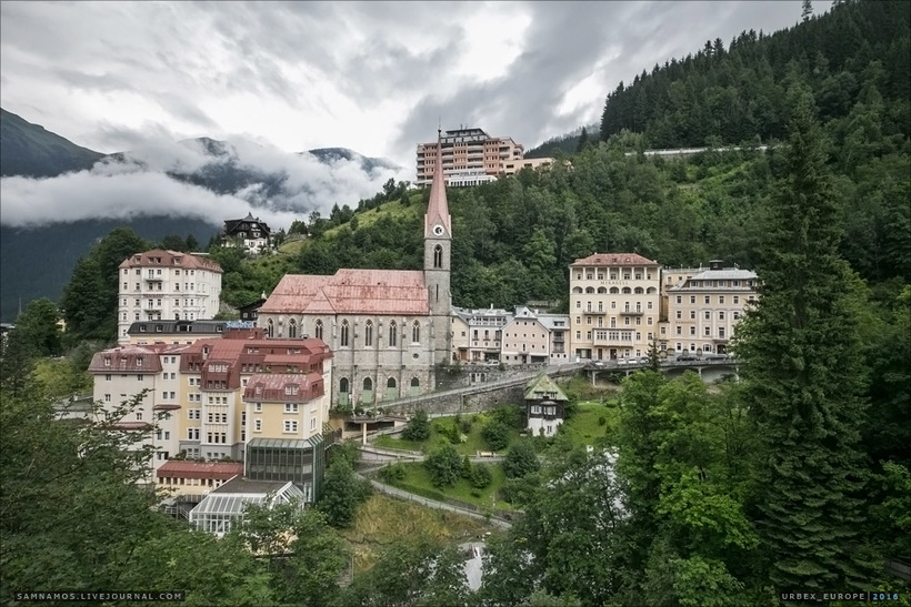 Показываем заброшенный отель в Альпах, не уступающий в роскоши действующим гостиницам (18 фото)