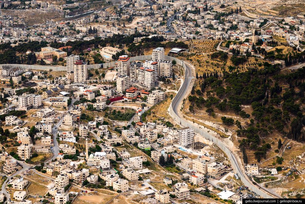 33. В Аль-Азарии построена вторая крупнейшая (после аль-Аксы на Храмовой горе) мечеть Палестины. Меч