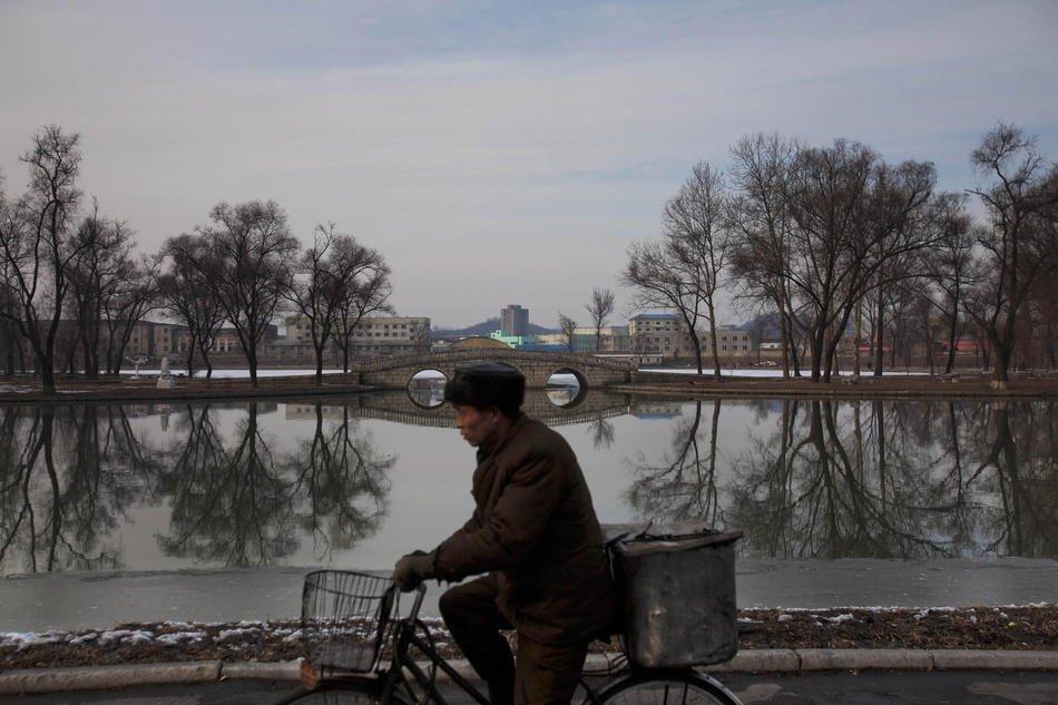 День рождения покойного Ким Чен Ира , 16 февраля 2012. Ему бы исполнилось 71 год: