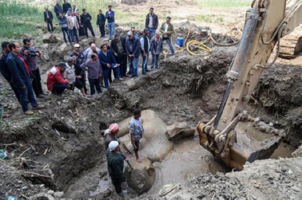 Археологи обнаружили огромную статую Рамзеса II (1 фото)