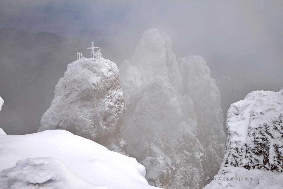 5. На Ай-Петри наблюдается максимальное количество туманных дней в Крыму (в 1970 году — 215 дней). М