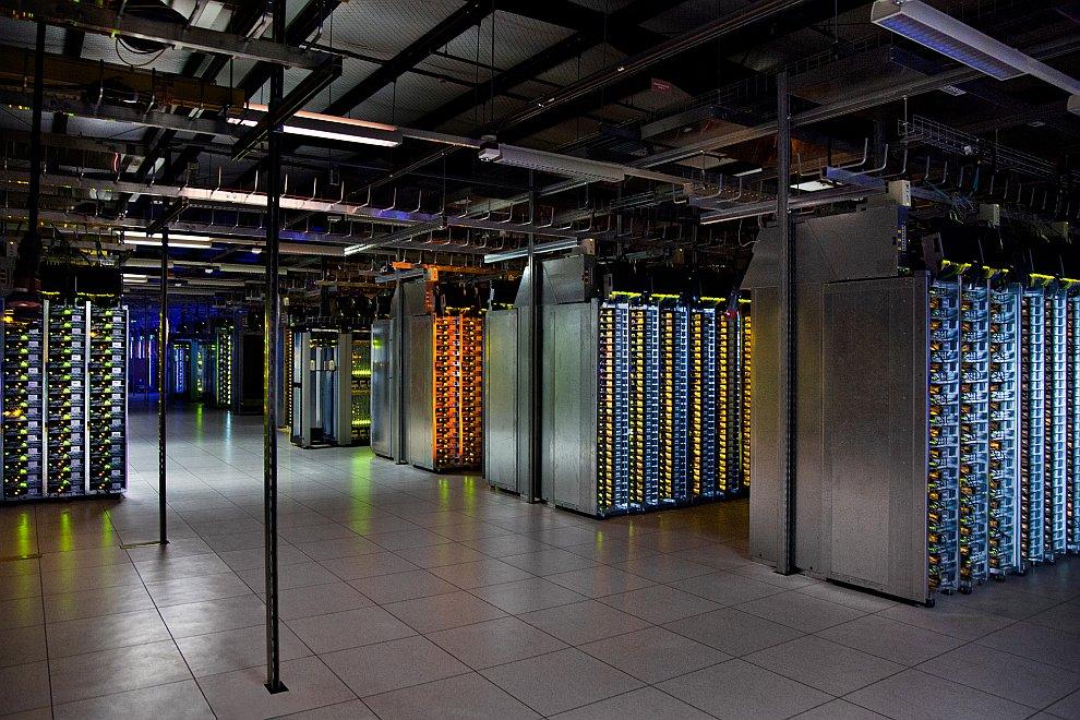 7. Дата-центр  в Орегоне, США.  «Эти разноцветные трубы — система охлаждения дата-цен